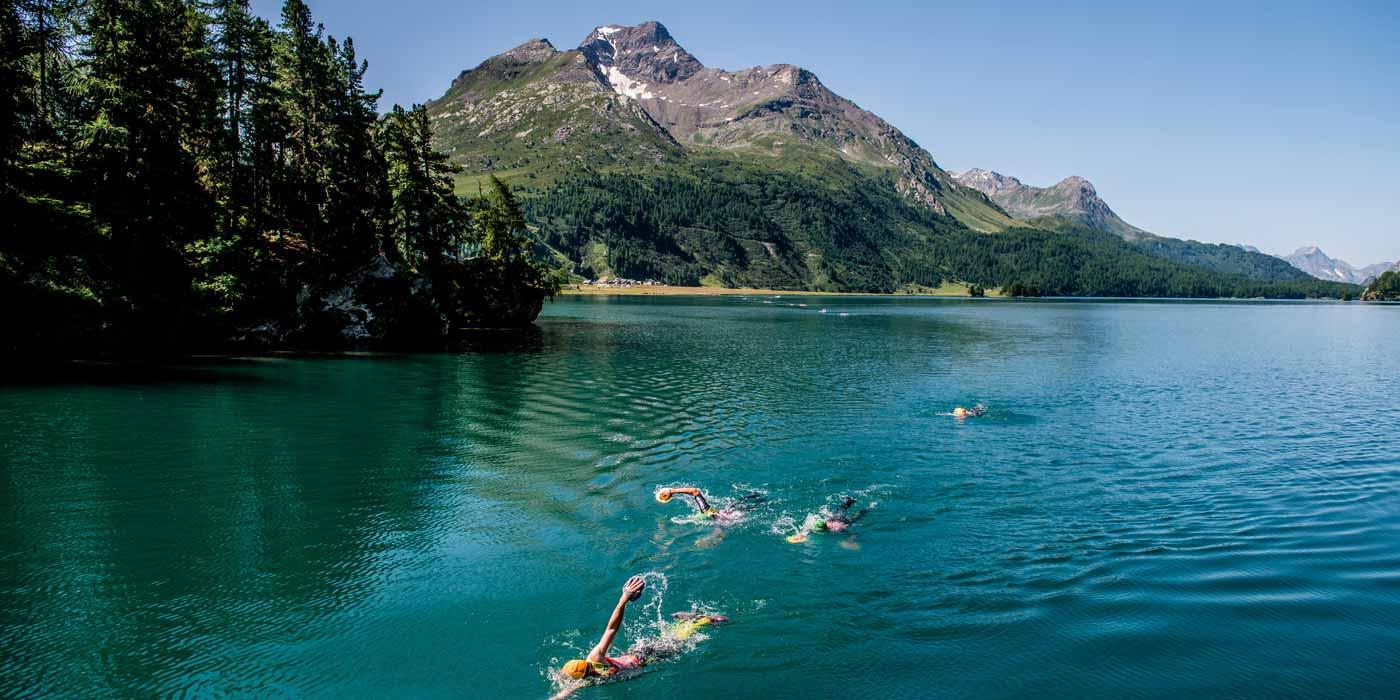 Section natation dans un lac de montagne a Engadin Phhoto © Jakob Edholm